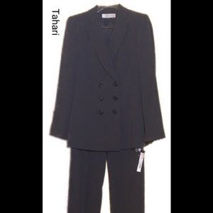 Tahari Double Breasted Gray Suit, size 6